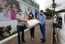 Doação feita em Palmeira dos Índios contou com a presença do reitor Carlos Guedes
