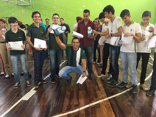 Ainda que no Campus Satuba, José Roberto Teixeira continuou orientando Eduardo e alunos de outros campi para participar da OBMEP.jpeg