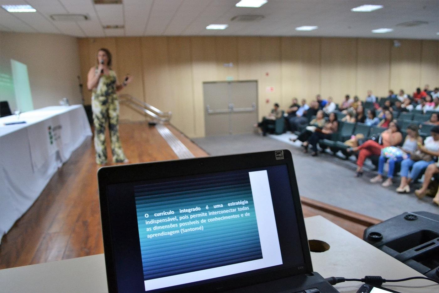Apresentação da palestra de Silvia Montagner (foto: Gerônimo Vicente)